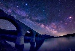 画像1: ★32%off★300ピースジグソーパズル:幻の銀河橋(北海道)-天の川とタウシュベツ川橋梁-(KAGAYA)